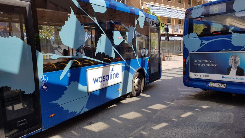 Bussreklam på bussar i Umeås lokaltrafik